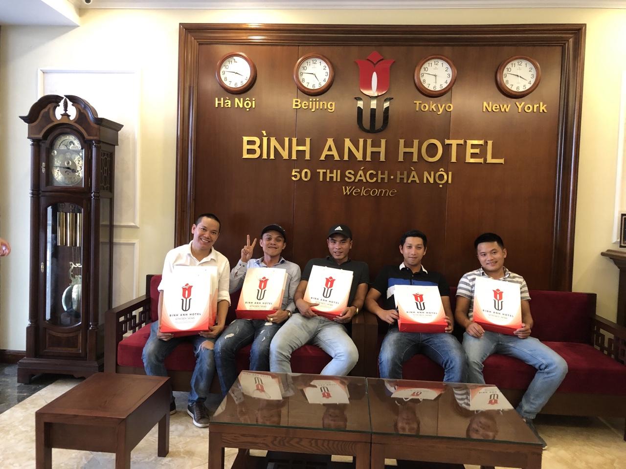 <p>Từ Nha Trang chúng em bay ra ủng hộ khách sạn chị sau mùa dịch Covid, khách sạn ở trung tâm đi chơi rất tiện, chúc cho KS chị ngày càng đông khách!</p>