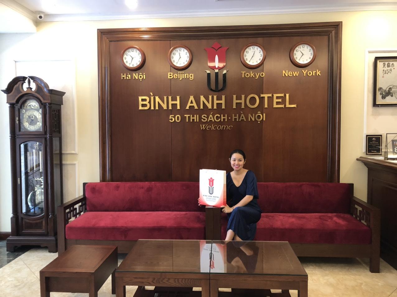 <p>Khách sạn Bình Anh - là sự lựa chọn của Amy mỗi khi đến Hà Nội và của nhiều doanh nhân - nghệ sỹ nổi tiếng. Chi phí vôcùng hợplý, phòng sạch đẹp đầy đủ tiện nghi, nhất là bà chủ cực kỳ dễ thương. Lần nào đến ở cũng có quà. 50 phốThi Sách nơi ở thuận tiện với các con phố của Hà Nội</p>